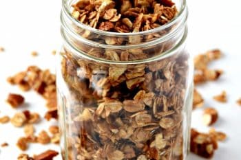 This gluten free and vegan homemade granola recipe is so easy to make and tastes amazing! It's the perfect snack to take on the go! #glutenfree #vegan #granola #snackideas #snacks