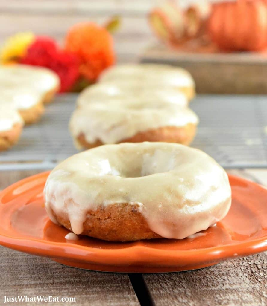 These gluten free, vegan, and refined sugar free pumpkin donuts are SO GOOD!  They have the most wonderful pumpkin and warm spice flavor! They are the perfect Fall recipe!