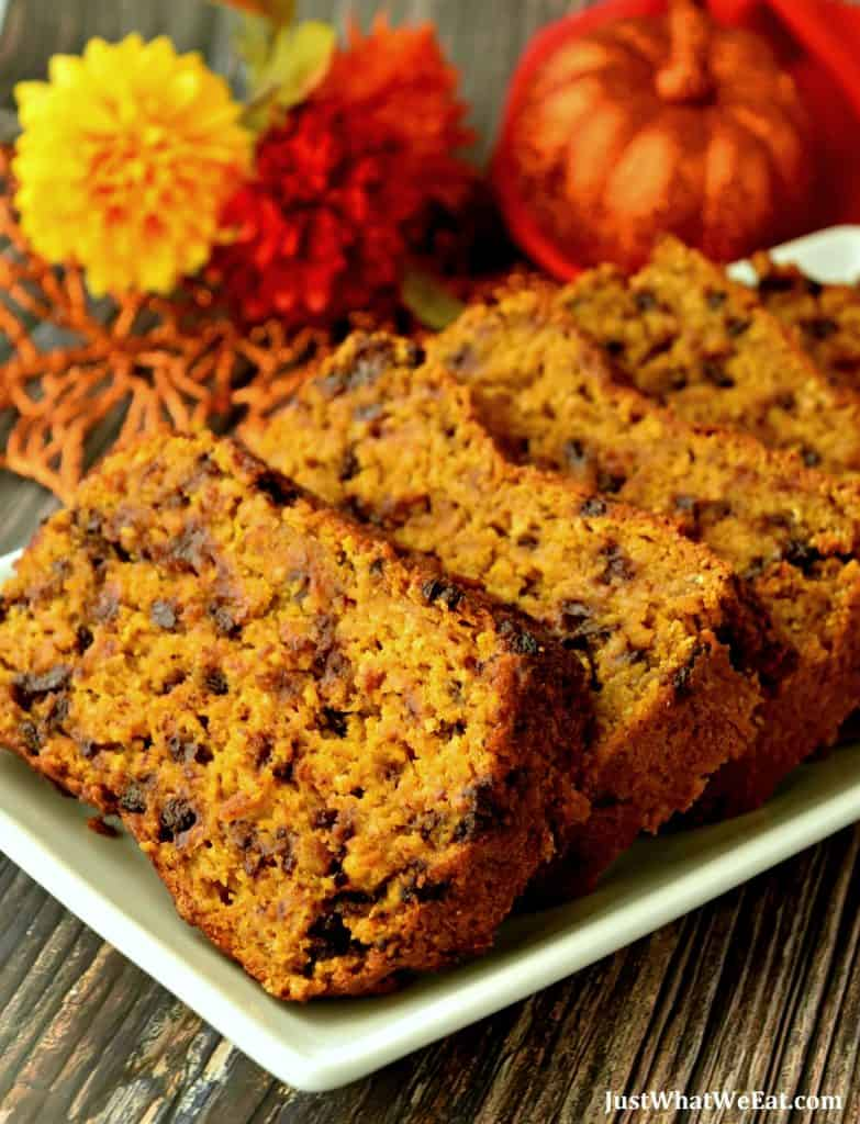 This gluten free, vegan, & refined sugar free pumpkin bread was so moist and delicious!  It has a wonderful Fall spice flavor that pairs with the pumpkin flavor so well!  It's one of my families favorite treats!