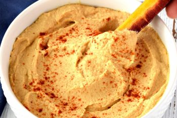 This gluten free, vegan, and oil free Hummus recipe is SO easy to make and tastes amazing! With only a few simple ingredients you can have a delicious and healthy snack ready in 10 minutes! #glutenfree #dairyfree #vegan #hummus #oilfree #easy #recipe #snack