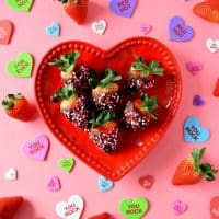 These gluten free and vegan Chocolate Covered Strawberries are SO easy to make and taste wonderful! With just three ingredients you have an awesome dessert perfect for any occasion! #glutenfree #vegan #dairyfree #chocolate #strawberries #dessert #easy #valentinesday