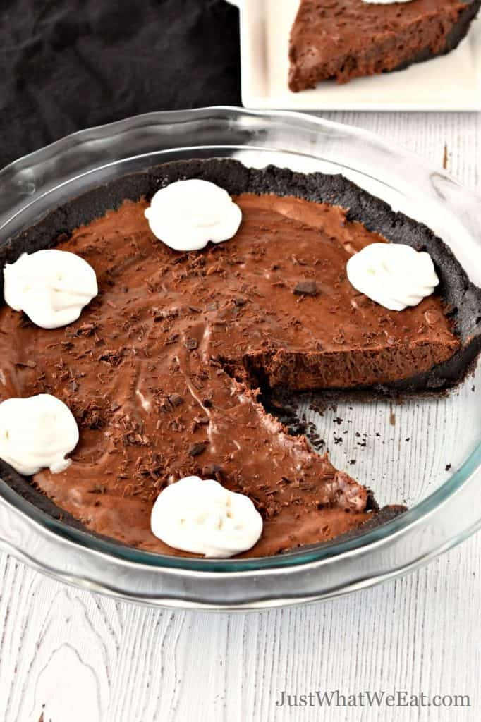 This gluten free and vegan Chocolate Cream Pie is so decadent and very easy to make. It only requires 4 ingredients and tastes incredible! #glutenfree #vegan #dairyfree #eggfree #chocolatepie #creampie #dessert